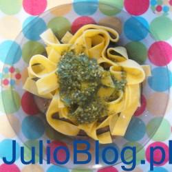 Tagiatelle z bazyliowym pesto z dwóch gotochych składników - prosty, szybki i tani lunch z lidla: makaron Tagiatelle Nonna Mia 3zł, Bazyliowe pesto Nonna Mia Pesto alla Genovese, 3zł