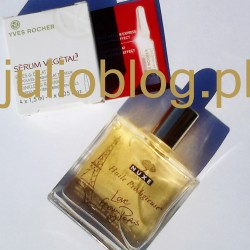 Suchy olejek do pielęgnacji twarzy, ciała i włosów NUXE Huile Prodigieuse®. Nałóż suchy olejek NUXE Huile Prodigieuse®na twarz, ciało i włosy. Stosuj przez cały rok, zarówno w lecie, jak i w zimie. Twarz: – Pobierz kilka kropel na dłoń, nałóż szczególnie na przesuszone części twarzy, omijając okolice oczu. – Wymieszaj kroplę z podkładem, dzięki temu rozprowadzisz go bez rozmazywania. Ciało: – Nakładaj, aby nawilżyć i odżywić skórę ciała. Idealny po ekspozycji słonecznej, w celu ukojenia skóry. – Kilka kropli olejku Huile Prodigieuse® dodanych do kąpieli uczyni skórę miękką i gładką Włosy: - Rozpyl nieco suchego olejku w zagłębieniu dłoni, a następnie delikatnie wetrzyj we włosy – fryzura nabierze naturalnego wyglądu. - Nałóż jako odżywkę na suche i zniszczone końcówki włosów. Przy zniszczonych włosach, przesuszonej skórze głowy, po intensywnej kąpieli słonecznej stosować jako maskę – wieczorem obficie wetrzeć w umyte włosy i skórę głowy, pozostawić na noc, rano umyć głowę szamponem. Ten suchy olejek o zawartości 98,1% składników pochodzenia naturalnego to nowatorskie połączenie 30% szlachetnych olejków roślinnych i witaminy E – tak skomponowana formuła odżywia, odnawia wygładza skórę twarzy i ciała oraz włosy. Wystarczy jeden gest!