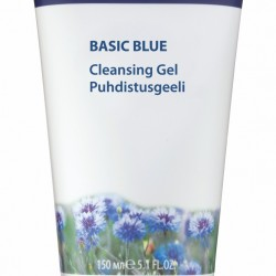 Odświeżający żel oczyszczający do mycia twarzy Lumene Basic Blue z arktycznym bławatkiem. Tubka 150ml kosztuje ok 20-25zł. Żel oczyszczający do mycia twarzy Lumene Basic Blue Żel oczyszczający do mycia twarzy Lumene Basic Blue zawiera wyciąg z arktycznego bławatka. Odświeżający żel oczyszczający z łagodzącym ekstraktem zapewnia skórze optymalne nawilżenie i komfort. Wyciąg z bławatka zawiera flawonoidy i sole mineralne. Delikatnie usuwa wszelkie zanieczyszczenia z cery pozostawiając ją czystą i świeżą. Sposób użycia: aplikuj okrężnymi ruchami na wilgotną twarz, następnie spłucz letnią wodą. Żel oczyszczający do mycia twarzy Lumene Basic Blue przeznaczony jest do każdego typu skóry, nie zawiera parabenów ani sztucznych barwników. Zawiera 90% naturalnych składników. Dziś podzielę się z Wami opinią na temat wspaniałego i cudownego Żelu oczyszczającego do mycia twarzy Lumene Basic Blue z arktycznym bławatkiem.