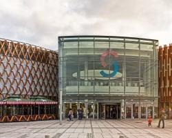 Centrum handlowe Silesia City Center w Katowicach, gdzie dla wygody klientów postawiono szafki