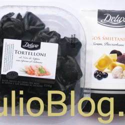 Czarne tortelloni, do tego sos śmietanowy z serem, pieczarkami i truflami