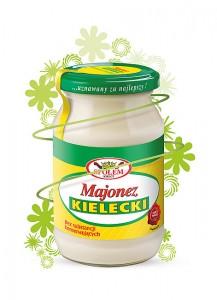 """Majonez Kielecki Majonez Kielecki to pierwszy polski majonez produkowany na skalę przemysłową. Smak zbliżony do domowych wyrobów i kremową konsystencję zawdzięcza wyjątkowej recepturze opartej na tradycyjnych składnikach. To właśnie na jej podstawie opracowana została Polska Norma majonezu. Majonez Kielecki nie zawiera substancji konserwujących. Dzięki temu od lat święci triumfy nie tylko na polskich stołach. Produkowany od 1959 roku, był nagradzany przez specjalistów z dziedziny kulinariów, organizacje konsumenckie i branżowe. Potwierdzeniem jego wysokiej jakości są m.in.: Znak """"Najwyższa Jakość Quality International"""", tytuł """"Dobry Produkt 2010"""" czy godło promocyjne """"Poznaj Dobrą Żywność"""". Majonez Kielecki to obecnie drugi najchętniej kupowany majonez w Polsce. W niezależnym badaniu TNS OBOP został wskazany przez Polaków jako jeden z polskich produktów, cieszący się największym uznaniem, najczęściej wybieranym i godnym polecenia. """"Kielecki"""" świetnie sprawdza się jako składnik sałatek, dodatek do jaj, kanapek, wędlin czy tostów. Doskonale podkreśla smak potraw sprawiając, że właściwie nie wymagają one żadnych dodatkowych przypraw. Odpowiednio przechowywany zachowuje świeżość przez trzy miesiące Produkt nie zawiera glutenu. Skład: olej rzepakowy rafinowany, musztarda (woda, ocet, gorczyca, cukier, sól, przyprawy), woda, żółtka jaj kurzych (7,0%)."""