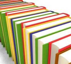 W związku z wiosennymi porządkami uznałam, że pora zrobić przestrzeń w domowej biblioteczce i pozbyć się książek. Nie wszystkich oczywiście, ale takich do których nigdy już nie wrócę. julioblog.pl książki wiosenne porządki oddawanie książek remanent w domowej bibliotecznce Niektóre z nich dostałam i nigdy nie przeczytałam, inne kupiłam, przeczytałam i nie zwaliły mnie z nóg, więc więcej po nie nie sięgnę. Trzecia kategoria, to dublety - kto by pomyślał, że mam nawet podwójne egzemplarze tych samych książek? Trochę to dziwne... W każdym razie pozbywam się ich, bo po co mają tylko kurz zbierać? Nie do tego zostały stworzone. No i jest przecież Kindle :)