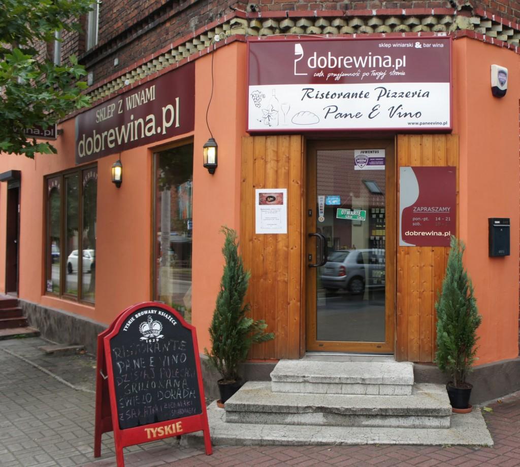 julioblog.pl-recenzje-kulinarne-restauracja-włoska-pane-e-vino-katowice-ul-jankego-wejście-przez-sklep-dobrewina