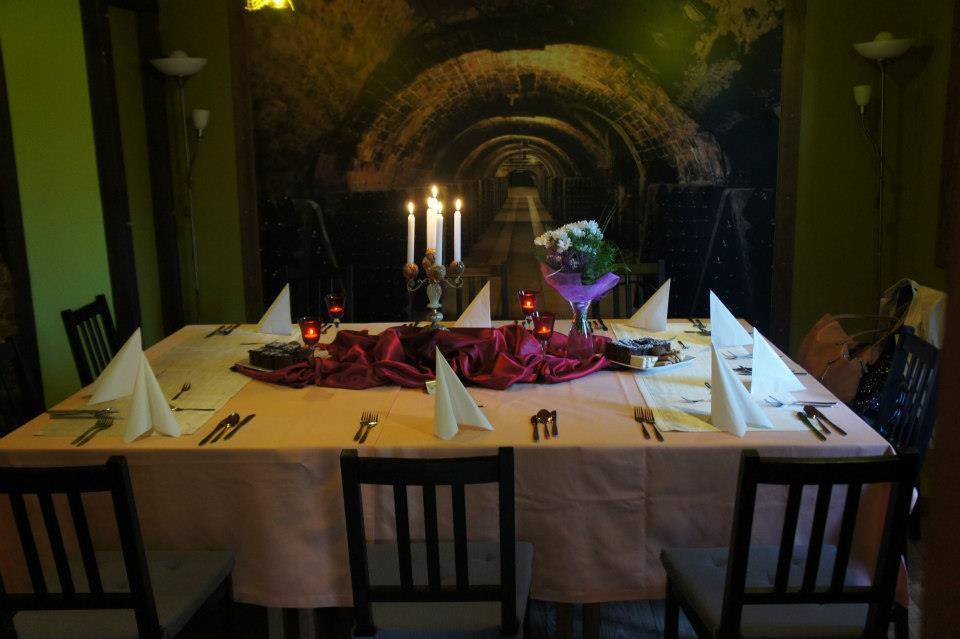 julioblog.pl-recenzje-kulinarne-restauracja-włoska-pane-e-vino-katowice-ul-jankego-wejście-przez-sklep-dobrewina wnętrze