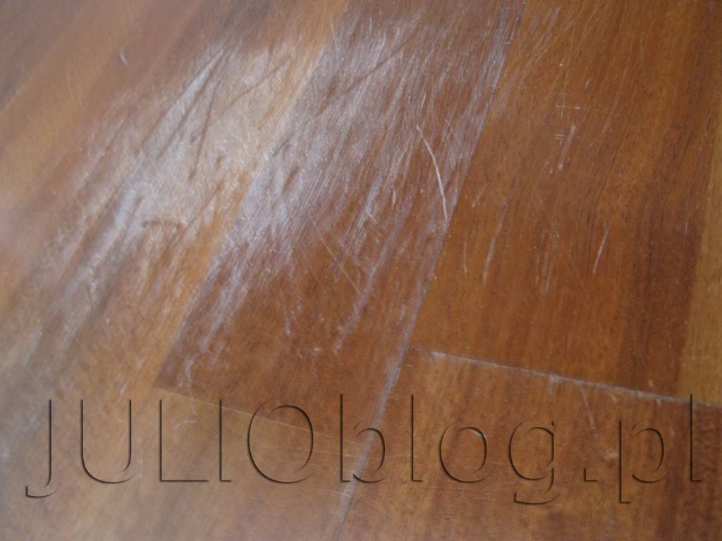 julioblog.pl-deska-podlogowa-warstwowa-sapella-family-3-lamele-ze-sklepu-leroy-merlin-po-3-latach-i-9-miesiącach-użytkowania-przetarcia-deski-pokrytej-7-warstwami-lakieru