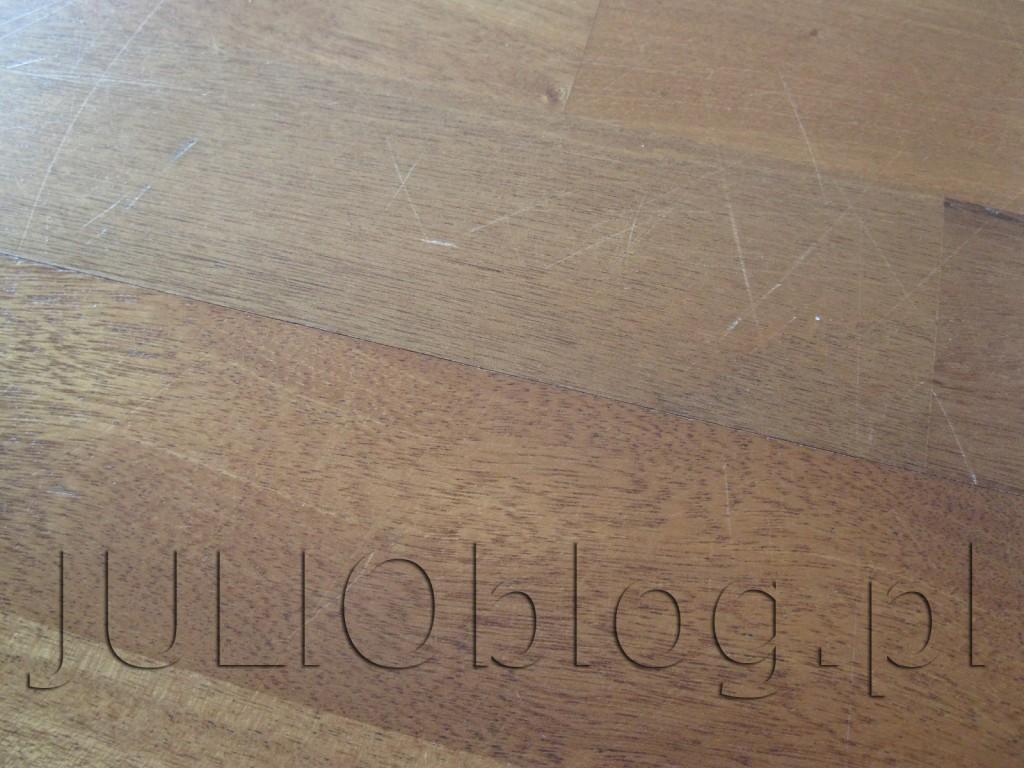 julioblog.pl-deska-podlogowa-warstwowa-sapella-family-3-lamele-ze-sklepu-leroy-merlin-po-3-latach-i-9-miesiącach-użytkowania-zarysowania-deski-sapelli-pokrytej-7-warstwami-lakieru