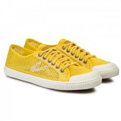 Trampki TRETORN – Seksti Mesh 47 288203 Dandelion – żółte. Cena promocyjna: 149zł przecenione z ceny 259,90zł. Trampki TRETORN – Seksti Mesh 47 288203 Dandelion – żółte: Producent: Tretorn Model: Seksti Mesh 47 288203 Kolor: Żółty Cholewka: materiał, skóra naturalna – licowa Wnętrze: materiał Wkładka: materiał, z wypustkami Technologie: Shock Point. Tutaj małe zaskoczenie, bo znakomita technologia Shock Point jest mi znana raczej z butów ECCO. Duży plus dla Trentorn. Wysokość całkowita buta: 7,5 cm Podeszwa: wysokogatunkowe tworzywo Grubość podeszwy: 2 cm Inne: sznurówki z materiału. Trampki TRETORN – Seksti Mesh 47 288203 Dandelion – żółte - Wygodny fason marki Tretorn. Do charakteru butów pasuje cholewka: materiał, skóra naturalna – licowa. We wnętrzu wkładka: materiał, z wypustkami. Materiał podeszwy to wysokogatunkowe tworzywo. Codzienna, wygodna propozycja w dobrym stylu.
