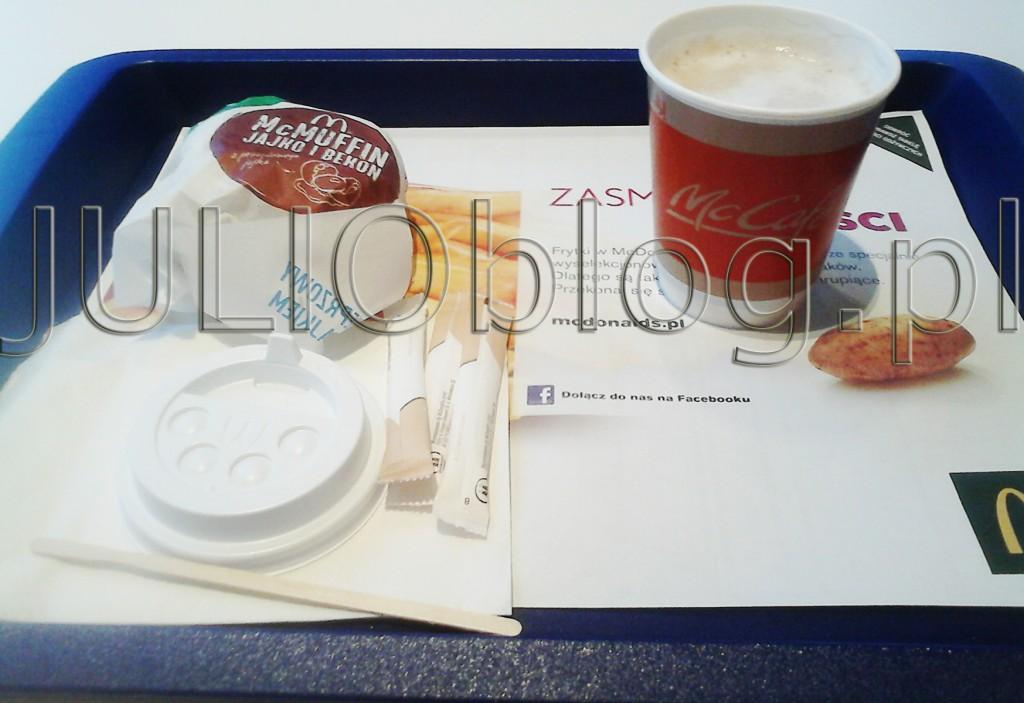 julioblog.pl-blog-julii-śniadanie-w-mc-donalds-mcdonalds-darmowa-kawa-w-promocji-biała-z-mlekiem-mała-oraz-mc-muffin-jajko-i-bekon-wieprzowy-mcmuffin-z-jajkiem-i-bekonem