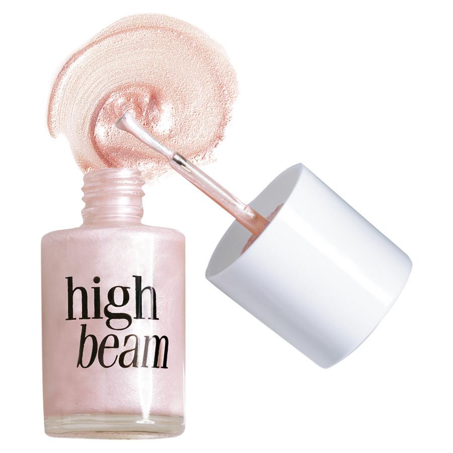 High Beam BENEFIT – ulubieniec ostatnich dni! High Beam BENEFIT to sztandarowy produkt marki Benefit i jednocześnie dosyć dobrze znany rozświetlczacz do makijażu twarzy. Rozświetlacz dość specyficzny. BENEFIT. High Beam Różowy rozświetlacz do twarzy. Top modelka w buteleczce. Wyrzeźb swoje kości policzkowe dzięki temu opalizującemu różowemu rozświetlaczowi i podkreśl nim łuki brwiowe, by uzyskać głębię spojrzenia! Nałóż go też na makijaż i ciesz się prawdziwym blaskiemi! Cena 119zł opakowanie 13ml. BENEFIT. High Beam Różowy rozświetlacz do twarzy made in France. Aplikacja rozświetlacza High Beam Benefit, Trwałość rozświetlacza High Beam Benefit, Za co uwielbiam rozświetlacz High Beam Benefit? Skład z mojego opakowania Rozświetlacza High Beam Benefit: Water(Aqua), Caprylic/Capric/Succinic Triglyceride, Mica, Pentylene Glycol, Polymethyl Methacrylate, Dimethicone, Limnanthes Alba (Meadowfoam )Seed Oil, Hydroxyethyl Acrylate/Sodium Acryloydimethyl Taurate Copolymer,Dimethicone PEG-7 Phosphate, Trimethylsiloxysilicate, Phenoxyethanol, Steareth-21, Squalane, Caprylyl Glycol, Steareth-2, Tocopheryl Acetate, Polysorbate 60, Sodium Stearoyl Glutamate, Butylene Glycol, Sodium Hydroxide. May or May Not Contain: Aluminun Hydroxide ( CI 77002), Bismuth Oxychloride (CI 77163), Iron Oxides (CI 77491, CI 77492, CI 77499),Titanium Dioxide (CI 77891) Skład z amerykańskiej strony Sephory Rozświetlacza High Beam Benefit: Water, Propylane Glycol, Sesame (Sesamum Indicum) Oil, Mica, Isopropyl Palmitate, Isopropyl Lanolate, Stearic Acid, Safflower (Carthamus Tinctorius) Oil, Glyceryl Stearate, Titanium Dioxide, Polysorbate 60, Cetyl Alcohol, Jojoba (Buxus Chinensis) Oil, Magnesium Aluminum Silicate, Corn (Zea Mays) Starch, Triethanolamine, Talc, Oleth-20, Iron Oxides, Lanolin Wax, Simethicone, Sorbitan Stearate, Cellulose Gum, Methylparaben Diazolidinyl Urea, Propylparaben, BHA
