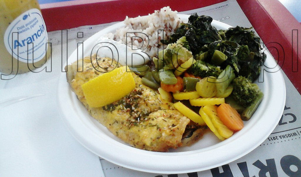 julioblog.pl-obiad-w-north-fish-grilowana-ryba-miruna-w-sosie-duńskim-warzywa-gotowane-szpinak-brokuły-ryż