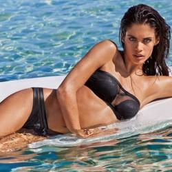 kostiumy-kapielowe-calzedonia-clz-wiosna-lato-2015-fot-mat-prasowe czarne bikini