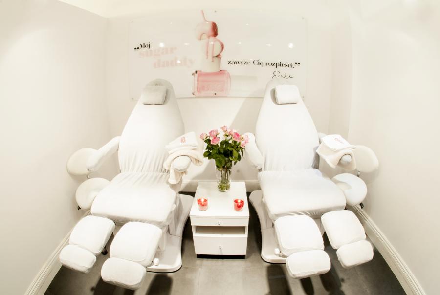 Nail Spa MARZENA KANCLERSKA wnętrze fotele strefa pedicure julioblog.pl moja wizyta w salonie
