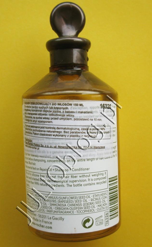 """Drugi olejek do włosów, który jest bohaterem dzisiejszego postu, to zupełnie inny kosmetyk, który aplikuje się przed myciem włosów a nie po – jak w przypadku eliksiru Elseve L'Oreal. Mowa o Olejku odbudowującym do włosów z serii Roślinna Pielęgnacja Włosów Yves Rocher (cena regularna to: 27,90zł 150ml). Główny składnik kosmetyku afiszowany przez producenta to olejek jojoba, który świetnie odżywia i regeneruje włosy. Olejek odbudowujący do włosów Roślinna Pielęgnacja Włosów Yves Rocher (27,90zł 150ml). Olejek do włosów wzbogacony o olejek Jojoba, posiadający właściwości odżywcze. Dzięki niemu Twoje włosy będą intensywnie odżywione i odbudowane. Działanie: Wyjątkowa pielęgnacja, olejek o bogatej i przyjemnej konsystencji, która nie skleja i nie przetłuszcza włosów. Składniki Więcej o składniku aktywnym """"Złoto pustyni"""", powszechnie nazywany jojoba, zaskakuje swoim bogactwem. Jego olejek, pozyskiwany z ziaren jojoba, ma właściwości filmogenne i zapobiegające odwadnianiu, które pozwalają przeciwdziałać czynnikom zewnętrznym. Włosy są nie tylko chronione, ale także odżywione. Sposób użycia: Nałożyć na suche włosy, przed umyciem, pozostawić na 10 min. Rozprowadź olejek na całej długości włosów. Spłukać, a następnie umyć włosy szamponem.Sekrety urody: Dla większej skuteczności, po nałożeniu olejku na włosy, owiń wokół głowy ręcznik namoczony w ciepłej wodzie, aby zapewnić lepsze wnikanie produktu. Szczerze mówiąc, Olejek odbudowujący do włosów Roślinna Pielęgnacja Włosów Yves Rocher nie ma jakiegoś nadzwyczajnego składu, którego nie dałoby się odtworzyć w domu i może kiedyś tak zrobię. Pierwsze miejsce to olej słonecznikowy (pewnie macie w kuchni), potem olejek rycynowy (do kupienia tanio w aptece). Poniżej zamieszczam skład: Olejek odbudowujący do włosów Roślinna Pielęgnacja Włosów Yves Rocher – składniki: helianthus annuus (sunflower) seed oil, ethylhexyl cocoate, brassica campestris (rapeseed) seed oil, ricinus communis (castor) seed oil, simmondsia chinensis (jojoba) se"""