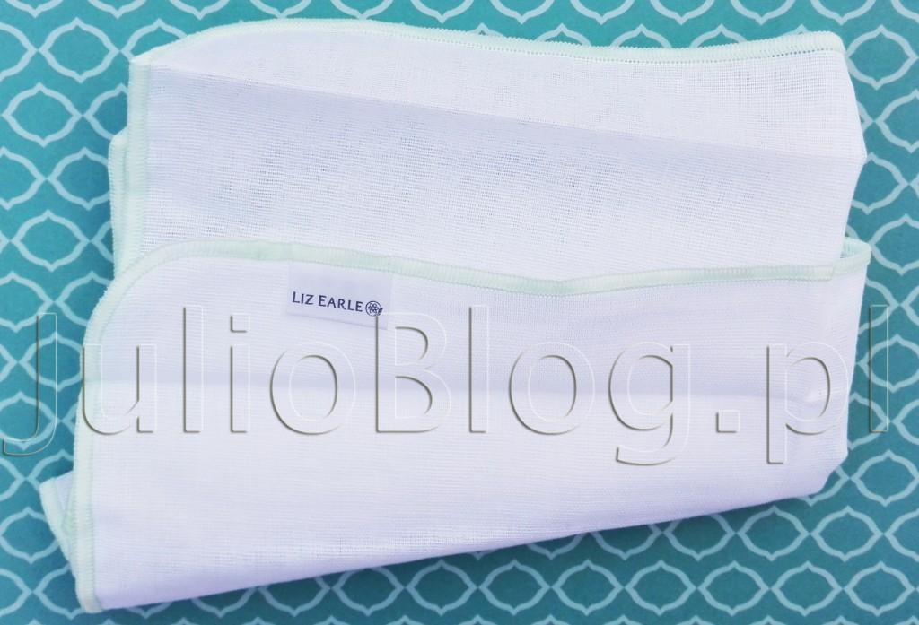 julioblog.pl-blog-julii-muślinowa-szmatka-do-demakijażu-oczyszczania-twarzy-liz-earle-pure-muslin-cloth-ściereczka-z-muślnu-struktura-faktura-miękkość-działanie-zastosowanie-używanie