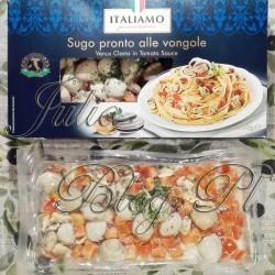 Małże z muszlami i bez muszli w sosie pomidorowym z serii ITALIAMO, Lidl – mieszanka mrożona 350g. Bucatini z małżami Venus w sosie pomidorowym. Dzisiaj pyszne, ale proste danie z owoców morza i makaronu. Wszystko dlatego że małże z muszlami są już w gotowym sosie dzięki dosyć wyrafinowanej mrożonce z… Lidla. Małże z muszlami i bez muszli w sosie pomidorowym z serii ITALIAMO, Lidl – mieszanka mrożona 350g. Do przygotowania dania wystarczy mniej niż 10 minut. Moim zdaniem jest to doskonała opcja jeśli chcecie zjeść coś gotowego, co będzie zdrowe. Albo jeśli lubicie owoce morza, a nie macie świeżych pod ręką. Małże z muszlami i bez muszli w sosie pomidorowym z serii ITALIAMO, Lidl – mieszanka mrożona 350g. W mieszance ITALIAMO są malutkie małże venus. Część jest w muszelkach, więc pięknie prezentują się na talerzu i nadają daniu aromat. Małże z muszlami i bez muszli w sosie pomidorowym z serii ITALIAMO, Lidl – mieszanka mrożona 350g