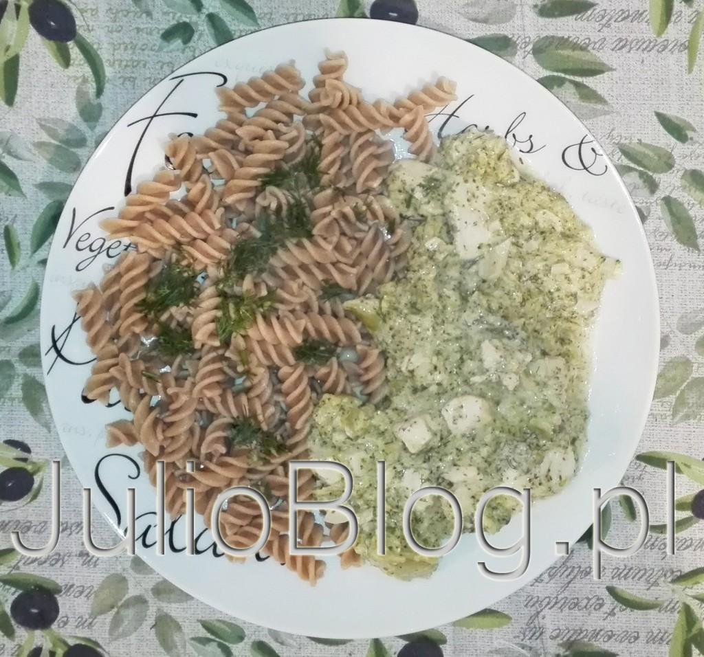 julioblog.pl-blog-julii-przepisy-kulinarne-przepis-na-kurczaka-kurczak-w-sosie-brokułowo-koperkowym-danie-z-kurczaka-przepis-julii-dobry-smaczny-prosty-szybki-brokuł-kurczak-koperek