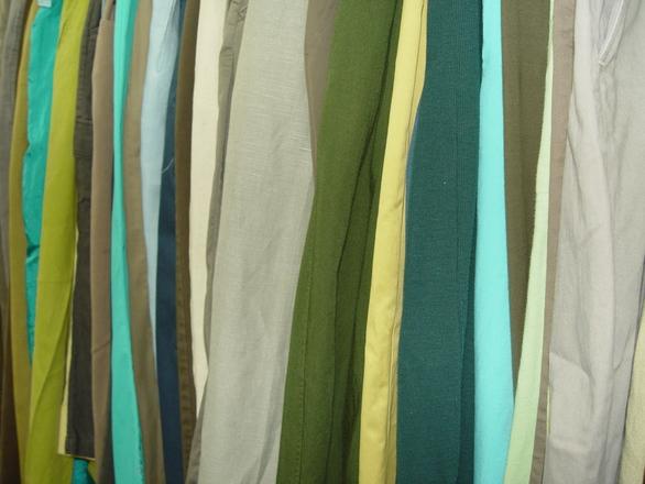 ubrania zielone szare brązowe