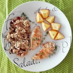 Zdrowy przepis - JulioBlog.pl - blog Julii. Kokosowy kurczak z kaszą jaglaną na słodko. Kasza jaglana z żurawiną i nasionami Chia, ziarnami słonecznika i płatkami amarantusa, kokosowy kurczak, nektarynka i świeży tymianek. Kokosowy kurczak z kaszą jaglaną na słodko Julia 23 maja 2016Danie z gotowca, DIETA, DOM & WNĘTRZE, Fit gotowanie, Julia gotuje, Kuchenne gadżety. Kasza jaglana z żurawiną i nasionami Chia, ziarnami słonecznika i płatkami amarantusa, kokosowy kurczak, nektarynka i świeży tymianek. Do dzisiejszego przepisu na kokosowego kurczaka z kaszą jaglaną (2 porcje) użyłam: Filet z kurczaka. Oczywiście im wyższa jakość mięsa tym lepiej. Ja wykorzystałam kurczaka ekologicznego, który ma o wiele wyższe walory smakowe niż mięso z marketu i jest zdrowszy. Olej kokosowy Coconnelle Extra Virgin. W 100% organiczny olej kokosowy pozyskiwany z ekologicznych kokosów pochodzących z certyfikowanych plantacji w Sri Lance. Kasza jaglana z żurawiną i nasionami Chia, ziarnami słonecznika i płatki amarantusa e-condimenta. Fantastyczna mieszanka, którą przygotowuje się błyskawicznie. Nektarynki. U mnie 4 sztuki. Tymianek. Gałązki z mojej doniczki :) Sól. Kasza jaglana z żurawiną i nasionami Chia, ziarnami słonecznika i płatki amarantusa E-Condimenta – opakowanie na 2 porcje. Cena 5,69zł/100g. Olej kokosowy Coconnelle Extra Virgin. 200g/19,90zł. W 100% organiczny olej kokosowy pozyskiwany z ekologicznych kokosów pochodzących z certyfikowanych plantacji w Sri Lance. Olej Coconnelle zawiera witaminy: E i K, żelazo oraz kwasy tłuszczowe: laurynowy, kaprylowy, mirystynowy i kaprynowy. Olej kokosowy Coconnelle Extra Virgin. 200g/19,90zł - kod rabatowy 16% na olej kokosowy COCONNELLE. JulioBlog.pl blog Julii. Olej kokosowy Coconnelle Extra Virgin. 200g/19,90zł. W 100% organiczny olej kokosowy pozyskiwany z ekologicznych kokosów pochodzących z certyfikowanych plantacji w Sri Lance. JulioBlog.pl blog Julii. Organiczny olej kokosowy. COCONNELLE. Przepisy i zastosowania oleju kokosowego 