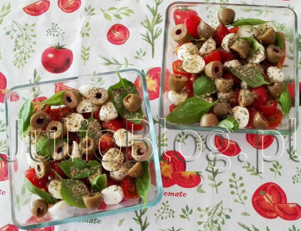 CAPRESE-sałatka-caprese-składniki-pomidory-mozarella-bazylia-oliwa-z-oliwek-klasyczna-sałatka-caprese-na-ciepło-na-gorąco-pieczona-na-obiad-gorąca-caprese-inne-wersje-julioblog.pl-Julia