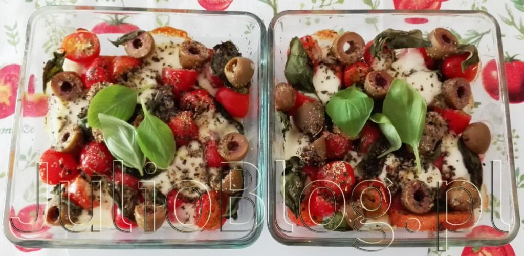 JulioBlog.pl-blog-Julii-przepisy-przepis-na-sałatkę-caprese-pieczoną-pieczone-pomidory-mozarella-bazylia-oliwki-bruschetta-włoska-grzanka-oliwa-z-oliwek-przyprawa-ziołowa-szybki-obiad