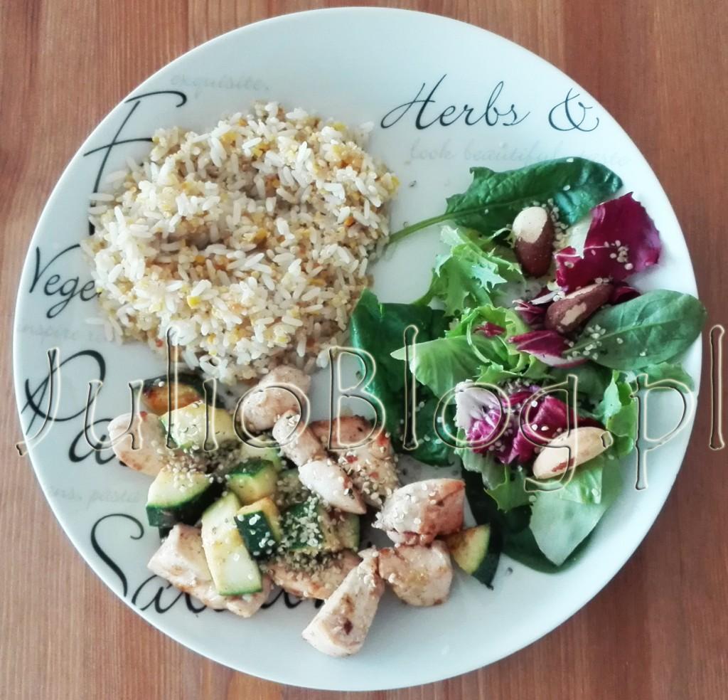 JulioBlog.pl-blog-Julii-zdrowy-przepis-szybki-łatwy-prosty-błyskawiczny-obiad-wysokobiałkowy-kurczak-orzechy-brazylijskie-quinoa-bulgur-amarantus-monini-szpinak-jeść-zdrowo-fit-gotowanie
