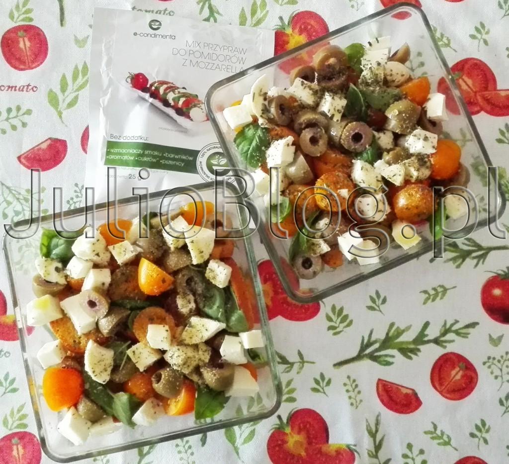 sałatka-caprese-pieczona-JulioBlog.pl-blog-Julii-przepisy-kulinarne-CAPRESE-z-żółtymi-pomidorkami-Bambelo-żółte-pomidorki-koktajlowe-przyprawa-naturalne-e-condimenta-bazylia-zioła