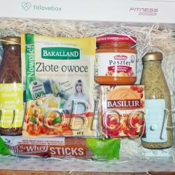 DIETA FITLOVEBOX październik 2016 – co sądzę o zawartości pudełka? FITLOVEBOX październik 2016 – co sądzę o zawartości pudełka? Julia 24 października 2016DIETA, Fit gotowanie, Juliowym okiem., Recenzje kulinarne. JulioBlog.pl - blog Julii. FITLOVEBOX październik 2016 - pudełko subskrypcyjne ze zdrową żywnością - zawartość boxa: Napoje deserowe z nasionami chia, mlekiem kokosowym i sokami: CHIAS Kokos-Ananas-Kurkuma, oraz CHIAS Kokos-Czekolada-Cynamon, Czarba Herbata cejlońska RASPBERRY&ROSEHIP - MALINA & DZIKA RÓŻA BASILUR w torebkach, Pasztet pomidorowy z cieciorką Primavika, Batoniki białkowe z nadzieniem z masła orzechowego Sport Definition - That's The Whey STICKS, oraz Złote owoce Miechunka peruwiańska Bakalland. DIETA FITLOVEBOX październik 2016 – co sądzę o zawartości pudełka? FITLOVEBOX październik 2016 – co sądzę o zawartości pudełka? Julia 24 października 2016DIETA, Fit gotowanie, Juliowym okiem., Recenzje http://julioblog.pl. FITLOVEBOX październik 2016 – pudełko subskrypcyjne ze zdrową żywnością – zawartość boxa: Napoje deserowe z nasionami chia, mlekiem kokosowym i sokami: CHIAS Kokos-Ananas-Kurkuma, oraz CHIAS Kokos-Czekolada-Cynamon, Czarba Herbata cejlońska RASPBERRY&ROSEHIP – MALINA & DZIKA RÓŻA BASILUR w torebkach, Pasztet pomidorowy z cieciorką Primavika, Batoniki białkowe z nadzieniem z masła orzechowego Sport Definition – That's The Whey STICKS, oraz Złote owoce Miechunka peruwiańska Bakalland. Napoje deserowe z nasionami chia, mlekiem kokosowym i sokami: CHIAS Kokos-Ananas-Kurkuma, oraz CHIAS Kokos-Czekolada-Cynamon. Czarba Herbata cejlońska RASPBERRY&ROSEHIP – MALINA & DZIKA RÓŻA BASILUR w torebkach Czarna herbata cejlońska BOPF, wysokogórska z dodatkiem dzikiej róży oraz nutą maliny. Herbata znana od wieków z dużą zawartością witaminy C. Filiżanka tego naparu zapewni chwilę słodkiego zapomnienia. Saszetki pakowane oddzielnie, pełen aromat w każdej filiżance. Kraj pochodzenia: Sri Lanka Gatunek: BOPF (Broken Orange Pekoe Fannings) Czarna Herba