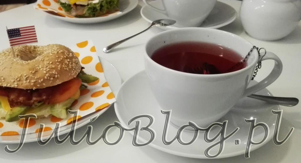 kanapka-amerykanska-bajgel-john-w-lokalu-miss-cupcake-katowice-staromiejska-10-cena-12zl-julioblog-pl-blog-julii-herbata-wisnia-banan-miejsca-w-katowicach-na-sniadanie
