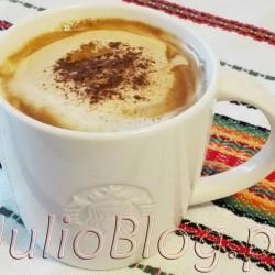 Jesienna kawa cynamonowo-kokosowa w kubku Starbucks. JulioBlog.pl - blog Julii. DIETA Jesienna kawa cynamonowo-kokosowa Jesienna kawa cynamonowo-kokosowa  Julia 16 października 2016DIETA, Kawa, Koktajle Jesienna aura potrafi człowieka prygnębić. Dlatego – przynajmniej u mnie – nie obędzie się bez pysznej kawy :) Moja ulubiona jest ostatnio rozgrzewająca, z nutą kokosu i cynamonem. Co sądzicie o takim połączeniu? Jesienna kawa cynamonowo-kokosowa w kubku Starbucks.