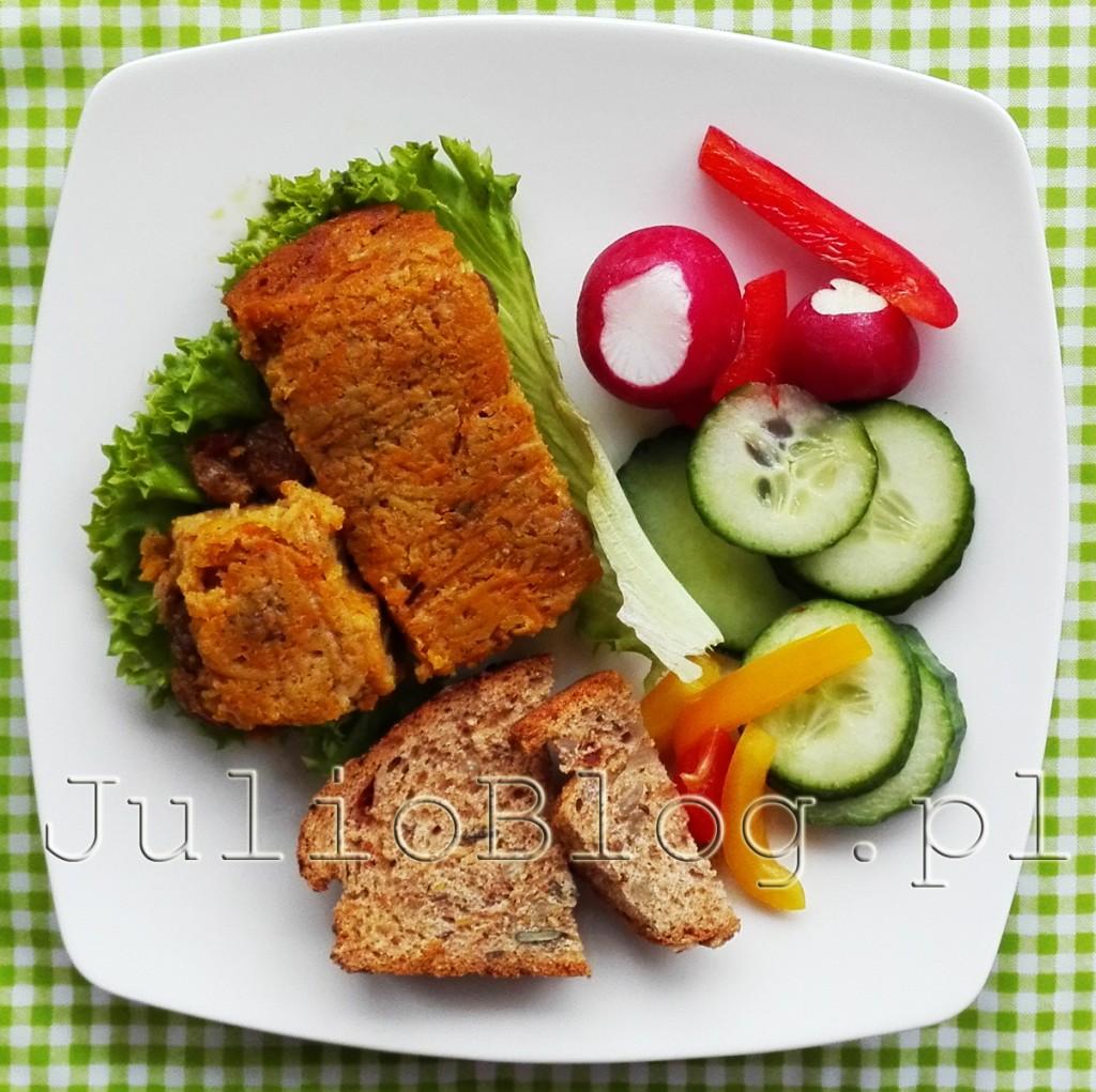 dieta-pudelkowa-dietering-catering-dietetyczny-sniadanie-pasztet-jarzynowy-mix-warzyw-ogorek-rzodkiewka-chleb-z-suszonymi-pomidorami-opinia-ocena-diety-pudelkowej-julioblog-pl-blog-julii