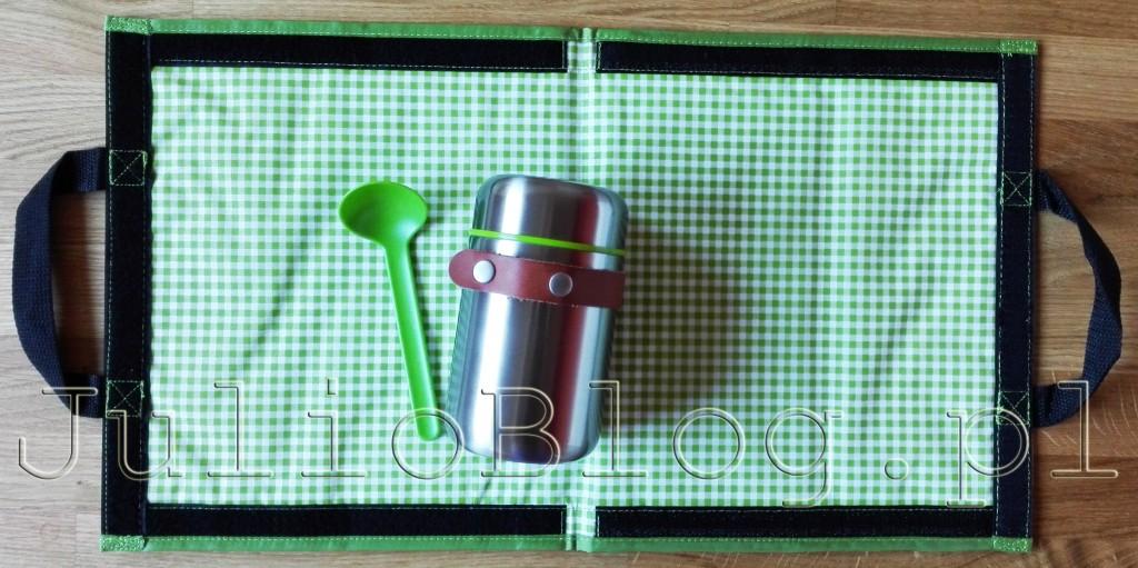 blackblum-london-termos-ze-stali-nierdzewnej-na-obiad-lunch-zupe-gulasz-do-pracy-szkoly-400ml-lyzka-w-zestawie-podkladka-blackblum-london-box-appetit-julioblog-pl-blog-julii