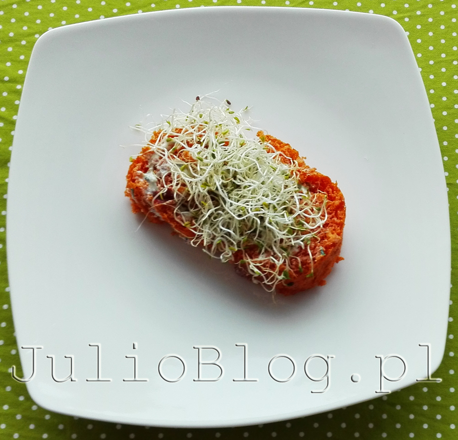 rolada-pomidorowa-z-serkiem-kielki-lucerny-dieta-pudelkowa-przykladowe-danie-podwieczorek-dietering-na-diecie-srodziemnomorskiej-1500kcal-dietetyczne-dania-z-dostawa-do-domu-opinie