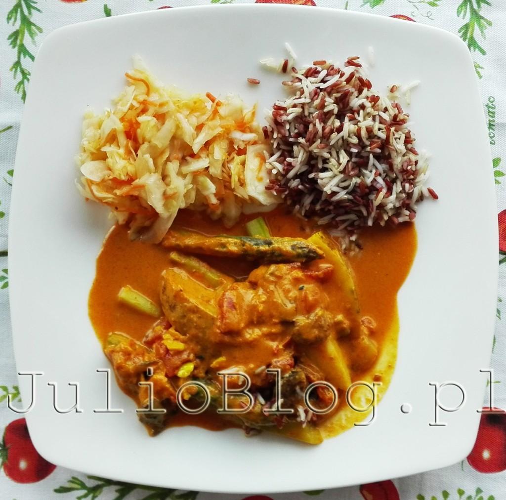 szparagi-zielone-w-sosie-tikka-kolorowy-ryz-surowka-z-bialej-kapubsty-obiad-wegetarianski-wege-lunch-dieta-pudelkowa-dietering-julioblog-pl-blog-julii-opinia-o-diecie-pudelkowej-co-sie-je