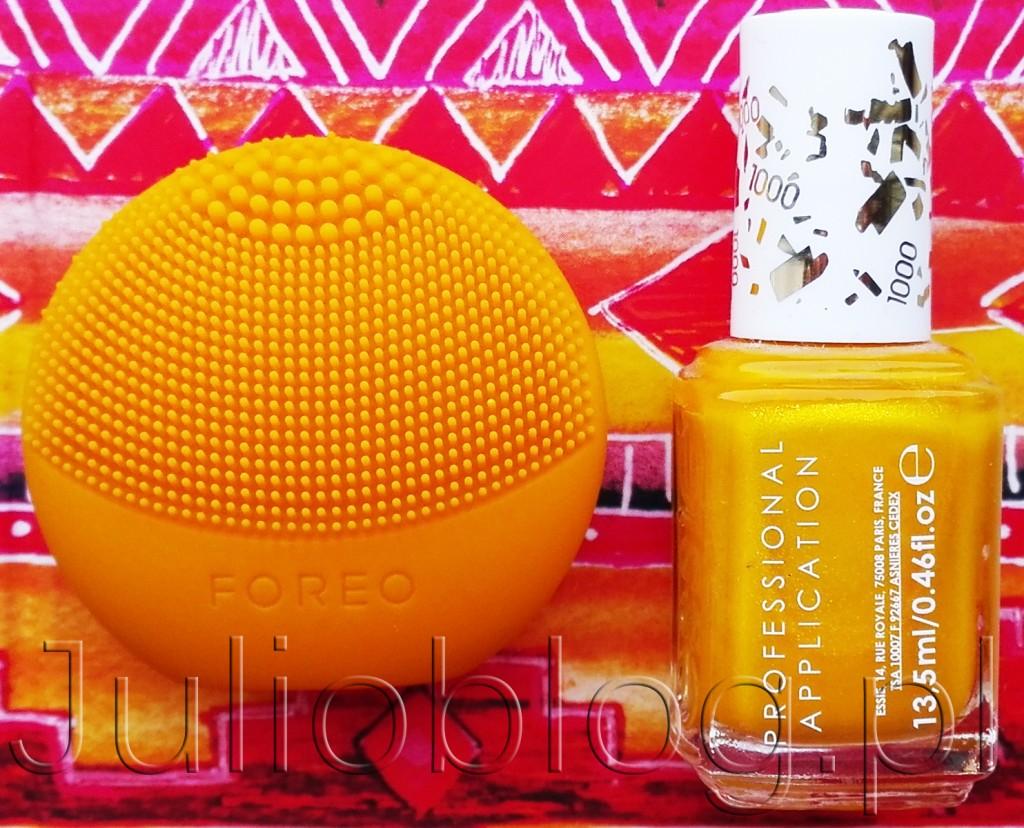FOREO-LUNA-Play-Sunflower-Yellow-ESSIE-Professional-Application-1000-AIM-TO-MISBEHAVE-soniczna-szczoteczka-Foreo-silikonowa-miniaturowa-wersja-zółta-żółty-lakier-do-paznokci-front