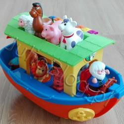 """Interaktywna zabawka Arka Noego Dumel Discovery. Juliowym okiem. Interaktywna zabawka Arka Noego Dumel Discovery Interaktywna zabawka Arka Noego Dumel Discovery Julia 20 listopada 2017Juliowym okiem., Recenzje zabawek DLA DZIECI Dzisiaj coś innego – recenzja zabawki dla dziecka :) Interaktywnej i rozwijającej ponieważ takie leżą w obszarze moich zainteresowań. Może nie do końca moich, bo zabawek nie kupuję dla siebie. Chociaż… jak każdy rodzić po części chyba jednak tak :) Zatem skoro zabawka oferuje sporo i potrafi zaskoczyć mnie samą, to tym bardziej moje dziecko! Oto Arka Noego Dumel Discovery. Wg opisu na opakowaniu gra i rymuje. Ale nie tylko! Dumel Discovery, Arka Noego, zabawka interaktywna. Interaktywna zabawka Arka Noego Dumel Discovery. Arka Noego to interaktywna zabawka od Dumel Discovery, która zachwyci każdego malucha! Kolorowa Arka Noego doskonale łączy zabawę z nauką, ucząc dzieci rozpoznawania kształtów i kolorów. Urocze figurki zwierząt, zabawne dźwięki, wesołe melodie i pouczające rymowanki, zachęcają do zabawy. Interaktywna zabawka Arka Noego Dumel Discovery Cechy zabawki: Arka Noego zawiera 9 zwierzątek - krówkę, świnkę, konia, owcę, lwa, tygrysa, słonia, małpkę, żyrafę każde zwierzę po dopasowaniu kształtu jego podstawki i umieszczeniu w odpowiednim miejscu wydaje charakterystyczny dla niego odgłos dwukrotne naciśnięcie na zwierzę uruchamia zabawną rymowankę naciskając na figurkę Noego maluch pozna jego historię ster arki po przekręceniu wydaje realistyczne dźwięki kolorowe mini pianinko zachęca do tworzenia własnych muzycznych kompozycji do arki możemy przyczepić sznurek umożliwiający maluszkowi ciągnięcie zabawki podczas jazdy arka imituje ruchy """"płynącej na falach łodzi"""". Interaktywna zabawka Arka Noego Dumel Discovery Szczegóły: wiek dziecka: 12 miesięcy + baterie: 2 x AA/LR6 1,5V (w zestawie baterie testowe). Interaktywna zabawka Arka Noego Dumel Discovery 12 miesięcy, 169.99zł, Arka Noego, blog o dzieciach, blog parentingowo-lifestylowy, b"""
