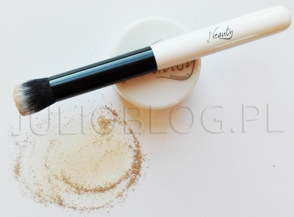 Neauty-Minerals-korektor-mineralny--pędzel-do-podkładu-mineralnego-JulioBlog.pl-blog-Julii-recenzja-ocena-informacje-cena-skład-składniki-INCI-polskie-kosmetyki-mineralne-do-makijażu