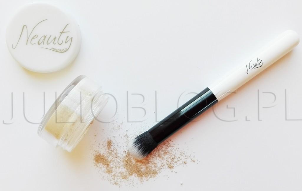 mineralny-korektor-do-twarzy--Neauty-Minerals-pędzel-do-aplikacji-nakładania-podkładu-mineralnego-NEAUTY-MINERALS-JulioBlog.pl-blog-Julii-polskie-naturalne-kosmetyki-made-in-POLAND