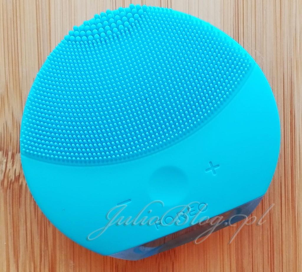 szczoteczka-soniczna-FOREO-LUNA-mini-2-AQAMARINE-niebieska-błękitna-SONICZNA-cena-599zł-Douglas-opinia-recenzja-ocena-czy-warto-kupią-którą-wybrać-blog-JulioBlog.pl-blog-Julii