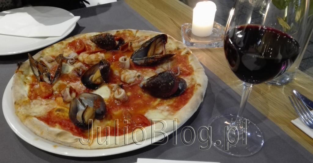 LA-TAVOLA-Restauracja-włoska-Katowice-La-Tavola-na-osiedlu-Bażantowo-w-Katowicach-opinia-ocena-pizza-PIZZA-FRUTTI-DI-MARE-38zł-JulioBlog.pl-blog-Julii-smaczne-jedzenie-w-Katowicach