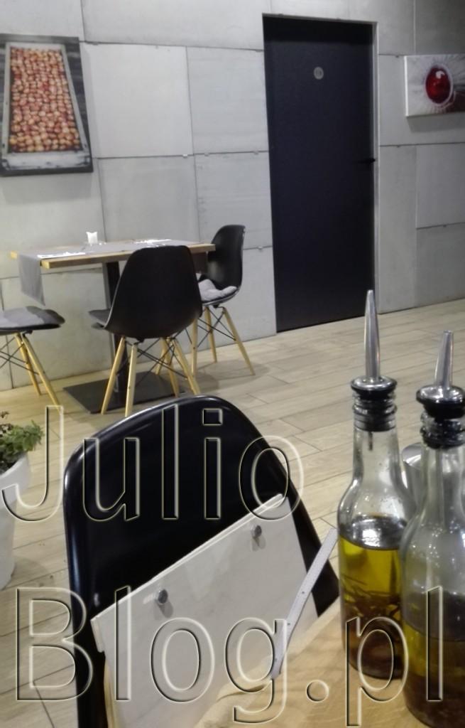LA-TAVOLA-Restauracja-włoska-Katowice-La-Tavola-na-osiedlu-Bażantowo-w-Katowicach-opinia-ocena-pizza-PIZZA-JulioBlog.pl-blog-Julii-restauracje-w-katowickim-bażantowie-czy-warto
