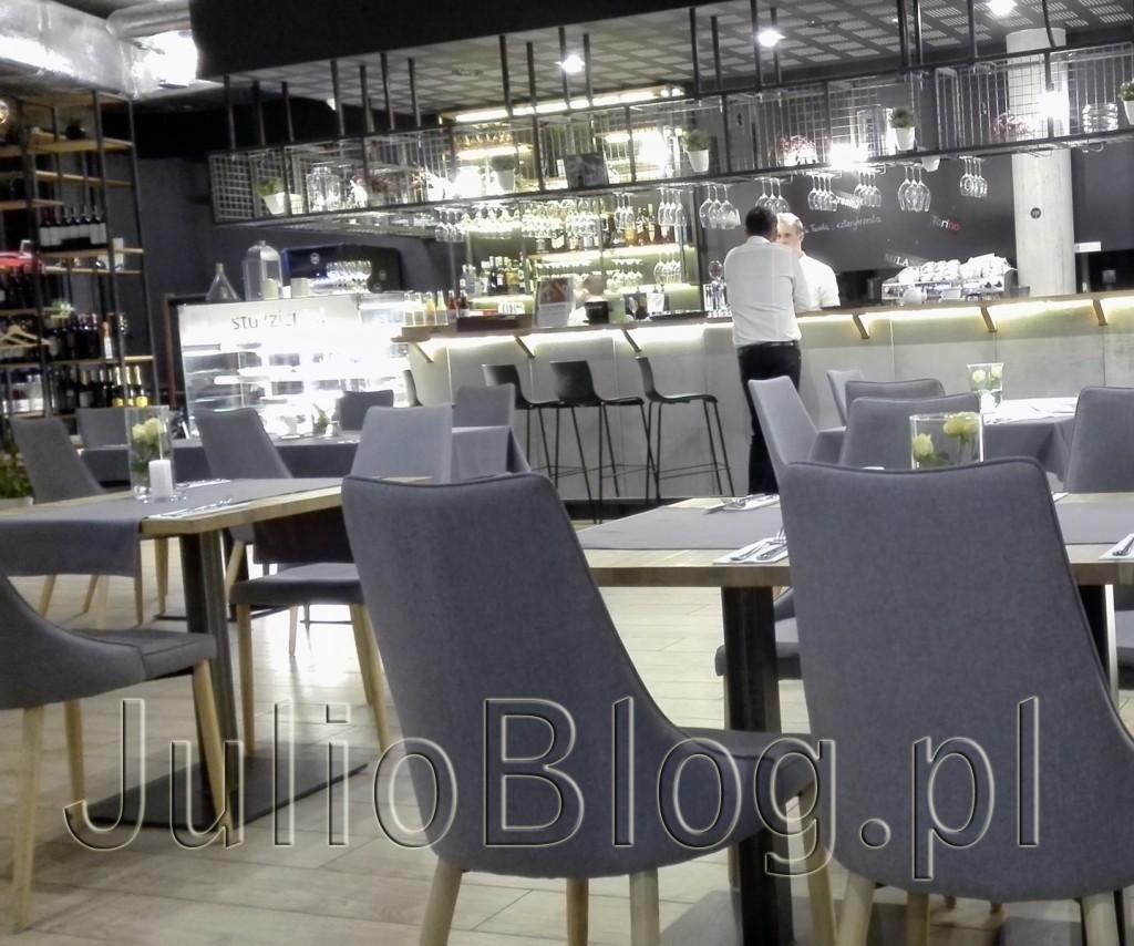 LA-TAVOLA-Restauracja-włoska-Katowice-La-Tavola-na-osiedlu-Bażantowo-w-Katowicach-opinia-ocena-restauracji-recenzja-menu-pizza-PIZZA-FRUTTI-DI-MARE-jedzenie-w-Katowicach-blog-Julii