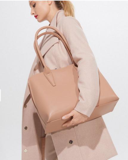 torebka-na-ramię-MOHITO-139zł-modnetorebki-na-wiosnę-2020-WIOSNA-TRENDY-JulioBlog.pl-duże-torebki-torby-XL-przegląd-modne-torebki-z-polskich-sklepów