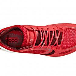 Buty do biegania: ECCO BIOM EVO RACER LADIES PERFORMANCE RUN Lekkie buty sportowe przeznaczone do biegania, doskonale spisujące się też w innych formach aktywności fizycznej, jak i codziennym użytkowaniu. Podeszwa wykonana w technologii Natural Motion by BIOM gwarantuje dodatkowy komfort przez anatomicznie dopasowany kształt i podparcie stopy na całej długości. Jednocześnie amortyzuje wstrząsy i zapewnia stopom ich naturalny ruch. Cholewka z jednej strony zintegrowana z językiem sprawia, że buty idealnie dopasowują się do stopy zapewniając dodatkowe wsparcie. Siateczkowy materiał, z którego wykonano większą część cholewki, odprowadza wilgoć z wnętrza buta i zapewnia doskonałą wentylację. wierzch: oddychający materiał tekstylny w formie siatki środek: wkładka pokryta materiałem tekstylnym, podparcie stopy na całej długości, anatomiczny kształt stworzony dla większego komfortu użytkowania spód: elastyczna wielofunkcyjna podeszwa bezpośrednio natryskiwana z jednoskładnikowego poliuretanu, doskonała przyczepność przez cały okres użytkowania butów