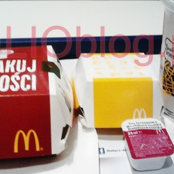 Obiad w McDonald's: CHRUPSERKI z sosem żurawinowym i kanapka drwala, oraz napój. CHRUPSERKI mcdonald chrupserki camambert siemię lniane zima oferta mc donalds 2015Aksamitny, delikatny ser camembert w chrupiącej panierce z drobinkami siemienia lnianego. 3 sztuki w porcji. Sos żurawinowy dodatkowo płatny. Kanapka DRWALA mcdonald kanapka drwala ementaler zima oferta mc donalds 2015 Kanapka DRWALA McDonald's oferta zimowa 2015 Serowo – bekonowa bułka z plackiem serowym w złocistej panierce oraz chrupiący bekon i soczysta wołowina. Smaku dopełnia prażona cebula i wyjątkowy sos z przyprawami.
