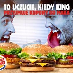 Kupony rabatowe McDonald's można użyć w Burger Kingu. Dzięki szalonej akcji trwającej do odwołania kupony rabatowe wprowadzone do obiegu przez McDonald's można użyć również w Burger Kingu. Dotyczy to zarówno papierowych kupownów rozdawanych w restauracjach McDonald's jak i ich mobilnej wersji zainstalowanej jako aplikacja w telefonie. ponieważ oferta Burger Kinga i McDonald's się różni, wprowadzono przelicznik kuponów. Kupon McDonalds to zniżka w Burger Kingu 1. Zestaw BigMac 10 PLN Zestaw Big King 10 PLN 2. McZestaw Kurczak McNuggets 10 PLN Zestaw King Nuggets 10 PLN 3. 2 x duże frytki w cenie 1 2 x duże frytki w cenie 1 4. 2 x duże lody z polewą za 5 PLN 2 x lody Sundae 5 PLN 5. McChicken albo McWrap + małe frytki za 10 PLN Crispy Chicken lub Wrap + małe frytki 10 PLN 6. McWrap + sałatka + woda za 12 PLN Wrap + 6 King Nuggets + woda 12 PLN 7. McMuffin Jajko Bekon + mała kawa za 7 PLN promocja nie dotyczy oferty śniadaniowej 8. Coffee Specials za 7 PLN promocja nie dotyczy oferty kawowej 9. 2 x WieśMac albo McChicken za 12 PLN 2 x Whopper lub 2 x Crispy Chicken 12 PLN 10. Chikker + McDouble + średnie frytki + średni napój 15 PLN Double Cheeseburger + Chicken Burger + duże frytki + napój z dolewką 15 PLN 11. McZestaw + McDouble albo Chikker 18 PLN Zestaw + Double Cheeseburger lub Chicken Burger 18 PLN 12. McZestaw + duże lody z polewą 18 PLN Zestaw + lody Sundae 18 PLN 13. McZestaw + kanapka 20 PLN Zestaw + burger 20 PLN 14. 2 x McZestaw powiększony 26 PLN 2 x zestaw powiększony 26 PLN 15. HappyMeal + kanapka 16 PLN Zestaw Kids Box + burger 16 PLN 16. 2 x Happy Meal 19 PLN 2x zestaw Kids Box 19 PLN 17. Happy Meal + McZestaw 21 PLN Zestaw Kids Box + Zestaw 21 PLN 18. 2 x Cheeseburger 5 PLN 2 x cheeseburger 5 PLN 2 x cheeseburger + średni napój + średnie frytki 14 PLN 2 x cheeseburger + duże frytki + napój z dolewką 14 PLN Cheeseburger + Snack Wrap + średni napój + średnie frytki 14 PLN Cheeseburger + Chicken Burger + duże frytki + napój z dolewką 14 PLN Chikker + śre
