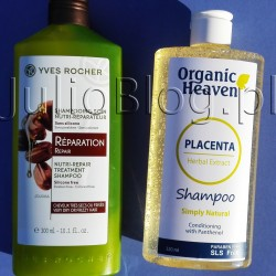 Szampon odbudowujący Roślinna pielęgnacja włosów Yves Rocher i Szampon z odżywką z placenty Placenta Herbal Extract Simply Natural Shampoo Conditioning with panthenol Organic Heaven. Szampon odbudowujący Roślinna pielęgnacja włosów Yves Rocher Szampon odbudowujący Roślinna pielęgnacja włosów Yves Rocher. Szampon wzbogacony o olejek Jojoba, który posiada właściwości odżywcze. Dzięki niemu Twoje włosy będą odżywione, odbudowane, wygładzone i mocniejsze. Działanie: Formuła bez silikonu sprawia, że włosy są lekkie. Więcej o składniku aktywnym « Złoto pustyni », powszechnie nazywany jojoba, zaskakuje swoim bogactwem. Jego olejek, pozyskiwany z ziaren jojoba, ma właściwości filmogenne i zapobiegające odwadnianiu, które pozwalają przeciwdziałać czynnikom zewnętrznym. Włosy są nie tylko chronione, ale także odżywione. Szampon odbudowujący Roślinna pielęgnacja włosów Yves Rocher to formuła bez silikonów i z olejkiem jojoba. Opakowanie 300ml kosztuje teoretycznie 11,90zł, ale często jest w promocji za 9,90zł. Lubię ten szampon, ponieważ przyjemnie pachnie, ma gęstą kremową konsystencję i dobrze się pieni. Po jego zastosowaniu włosy są w dobrej kondycji – ich nawilżenie i odżywienie jest faktycznie odczuwalne. Sprawdza się przy włosach nieco zniszczonych, przesuszonych słońcem czy kręconych – wtedy ujawnia swój potencjał. Szampon odbudowujący Roślinna pielęgnacja włosów Yves Rocher – Składniki: aqua/water/eau, sodium laureth sulfate, cocamidopropyl betaine, glycol distearate, centaurea cyanus flower water, simmondsia chinensis (jojoba) seed oil, cocamide mipa, peg-7 glyceryl cocoate, parfum/fragrance, acrylates copolymer, citric acid, sodium benzoate, lauryl glucoside, guar hydroxypropyltrimonium chloride, hydroxypropyltrimonium hydrolyzed wheat protein, polyquaternium-10, sodium chloride, panthenol, sodium hydroxide, phospholipids, salicylic acid, glycine soja (soybean) oil, phenoxyethanol, glycolipids, glycine soja (soybean) sterols, potassium sorbate. Szampon z odżywką z pl