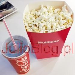Zestaw barowy Multikino – Coca Cola (0,5l) + średni popcorn – cena: 20,90zł za zestaw. Zestaw barowy Multikino – Coca Cola (0,5l) + średni popcorn – cena: 20,90zł za zestaw.