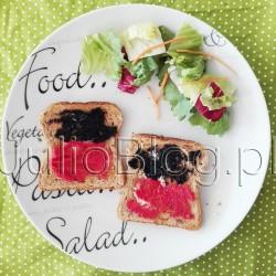 Efektowne i szybkie tosty na każdą porę dnia. JulioBlog.pl blog Julii. Dziś przepis na moje ulubione tosty. Można je jeść zarówno na śniadanie i kolację, stanowią również, doskonały dodatek do wszelkich zielonych sałat na pewno przyznacie, że prezentują się efektownie :) A zatem przestawiam tosty z... Efektowne i szybkie tosty na każdą porę dnia. Tosty z kawiorem czarnym i kawiorem czerwonym. Moje ulubione tosty. Tosty z kawiorem czarnym i kawiorem czerwonym. Moje ulubione tosty. W dzisiejszym przepisie Tost Pełnoziarnisty Schulstad. Tost Pełnoziarnisty Schulstad to pieczywo mieszane z dodatkiem ziaren żyta oraz płatków żytnich. Tost Pełnoziarnisty Schulstad doskonale nadaje się do przygotowywania pysznych kanapek, zwłaszcza na ciepło. Dzięki specjalnym procesom technologicznym możesz na długo cieszyć się świeżością tego pieczywa – tost pozostaje miękki i pachnący przez 14 dni. Tosty z kawiorem czarnym i kawiorem czerwonym. Chleb tostowy. Moje ulubione to Dan Cake, albo Schulstad inne chleby tostowe powiedzmy że... nie spełniają moich oczekiwań. W dzisiejszym przepisie Tost Pełnoziarnisty Schulstad z dodatkiem żyta. 1 kromka to 71 kcal. Toster - bo najlepsze tosty z kawiorem są właśnie na ciepło. Ja mam Toster Tefal New Express z podgrzewaczem bułeczek i funkcją rozmrażania. Sprawuje się naprawdę świetnie! Kawior czarny. Kawior czerwony. Masło. Nie margaryna, pseudo-masło czy inne smarowidło. Masło. Coś zielonego. U mnie miniaturowy miks kolorowych sałat z marchewką (gotowa, umyta mieszanka). Przepis na tosty. Szybkie tosty. Łatwe tosty. Efektowne tosty. Tost z kawiorem. Tosty z kawiorem. JulioBlog.pl blog Julii przepisy kulinarne.